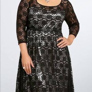 Torrid sz 3 retro glam lace & metallic gown/dress